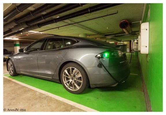 Tesla Motors: un coche te puede cambiar la cara