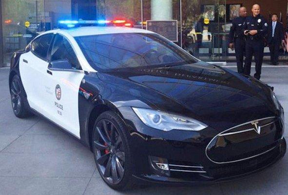 La policía de Los Ángeles quiere utilizar autos Tesla
