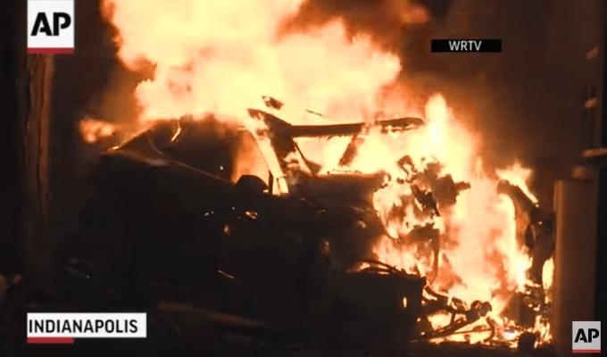 Mira el auto Tesla Model S que chocó contra un árbol, 2 muertos