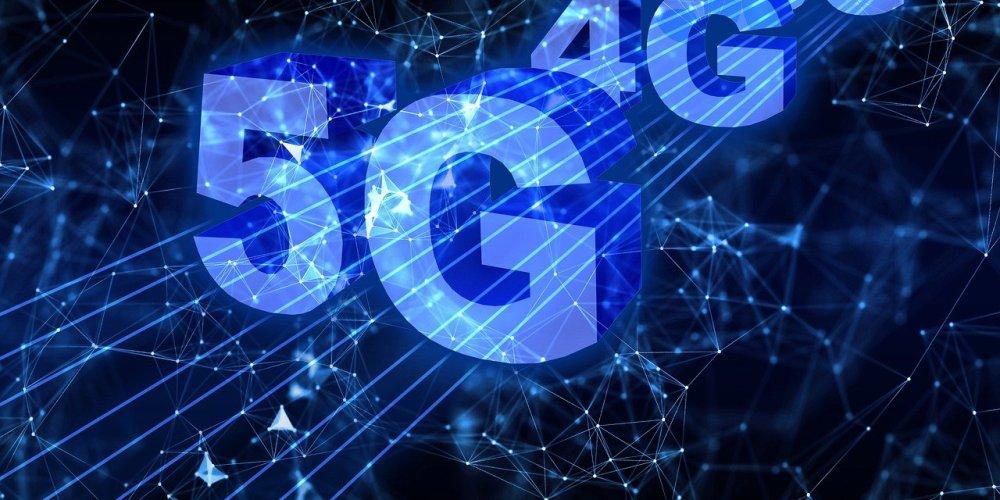 SANTO DOMINGO, REPÚBLICA DOMINICANA – FEBRERO. Si está comprando un nuevo dispositivo en 2021, es posible que se pregunte si debería elegir un modelo habilitado para 5G o qué mejoras realmente puede traer 5G a su vida. La tecnología de comunicación de vanguardia ya ofrece a los consumidores funciones avanzadas en algunos mercados, ofreciendo velocidades de descarga más rápidas y conectividad superior para todo, desde la transmisión de videos 4K de alta calidad hasta juegos en la nube y la conexión a sus oficinas y escuelas donde lo que sean. A pesar de un año desafiante, Samsung ha seguido impulsando 5G para llevar estas funciones a más personas en todo el mundo. Dado que los consumidores también buscan extender el ciclo de vida de sus dispositivos con una funcionalidad preparada para el futuro, nunca ha habido un mejor momento para dar el salto al ecosistema Galaxy 5G. Consulte la infografía a continuación para obtener más información sobre la amplia gama de dispositivos Galaxy 5G de Samsung.